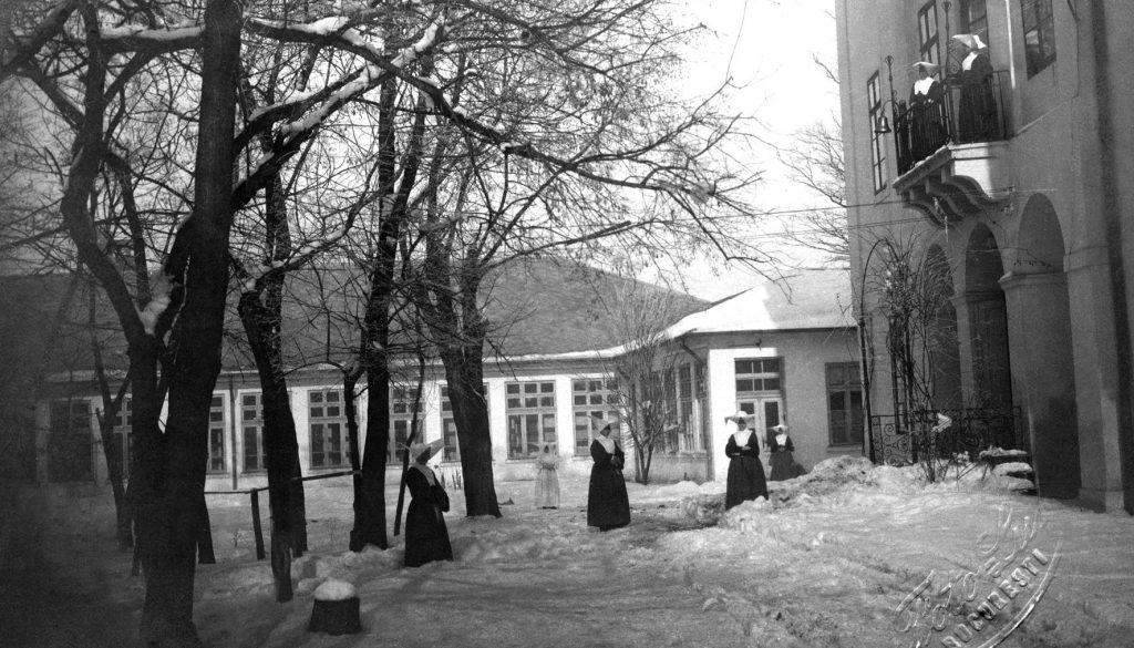 Curtea interioara | Spitalul Parhon